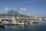 2009 waren 1.300 Yachten in der Marina in Horta